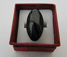 A DARK BROWN BANDED AGATE ADJUSTABLE RING. (38mm x 15mm)   (9)