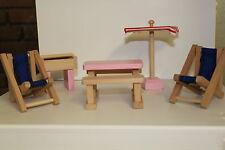 I bambini, S doll house furniture = cortile