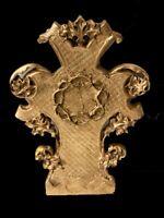 Antigua cruz de madera y escayola dorada y decorada con motivos vegetales. Siglo