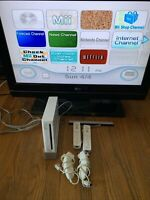 Nintendo Wii White Console Bundle Cords 2 Remotes & Nunchucks Tested