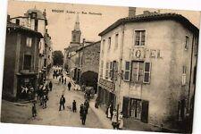 CPA  Régny (Loire) - Rue Nationale   (226337)