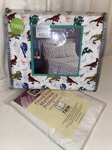 new! TWIN Dinosaur Sheet Set with fitted vinyl mattress protector Urban Domain