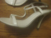 """DELICIOUS"" LADIES WHITE SANDALS NEW, ELEGANT STYLE, SELECT SIZE NEEDED ELEGANT!"