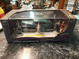 1/24 scale Homie Rollerz 1947 Chevy Fleetline  with  Homies figures