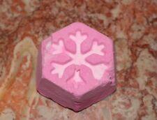 LUSH Cosmetics NEW Cheery Christmas Bath Bomb 2018 Fresh lemon pink A