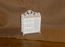 filigrane weiße Kommode aus Metall - Miniatur 1:12 Puppenhaus