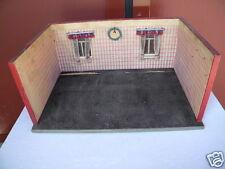 ca.1920-30 ant. 60cm breite PUPPENSTUBE mit 1 Zimmer u. 2 Fenster PUPPENHAUS