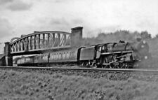 PHOTO  BR STANDARD 5 NO. 73113 LYONESSE COMING UNDER THE BATTLEDOWN FLYOVER 1960