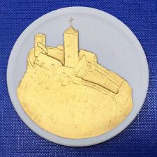 Meissen Medaille Plakette DDR WARTBURG, weiß, vergoldet, Durchmesser ca. 6,2 cm