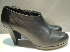 WOMENS 8 M CYNTHIA ROWLEY LOVEBIRD BLACK LEATHER HEELS ANKLE ZIP BOOTS