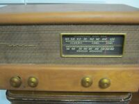 Antique Vintage 1940-1950s Motorola Tube Short Wave AM Radio  65T21