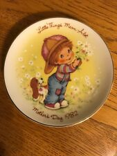 "Vintage ""Little Things Mean A Lot� 1982 Mother's Day Plate From Avon"