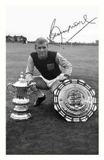 BOBBY MOORE - WEST HAM UNITED AUTOGRAPHED SIGNED A4 PP POSTER PHOTO