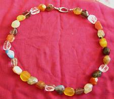 Modernes Collier aus Achaten, Rauchquarz, Jade und Bergkristall mit Silberschloß