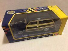 Motormax 1949 Ford Woody Wagon 1/24 Die Cast Metal