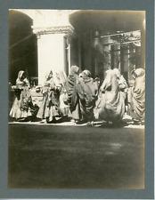 Inde, Femmes avec offrandes, ca.1910, vintage silver print Vintage silver print,