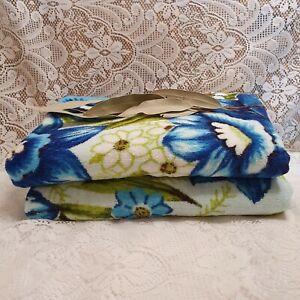 2 Vintage Retro Bath Towels Blue Floral Flowers Daffodils Caravan