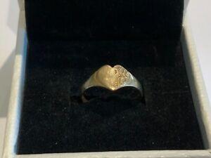 Small Stunning 9ct Gold Heart Ring Size J Girls Signet