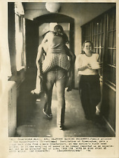 USA, mixité en prison  Vintage silver print Tirage argentique  18x24  Circ