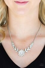 "NEW PAPARAZZI ""GARDEN GLAMOUR"" WHITE RHINESTONE FLOWER NECKLACE Vintage HTF"