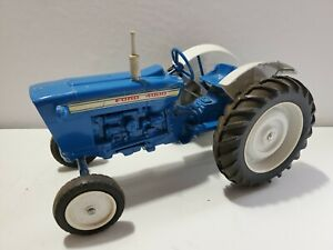 FORD 4000 TRACTOR DIE CAST METAL  1/12 Tractor