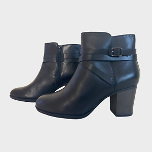 CLARKS CUSHION SOFT Ladies Womens Boots Size UK 6D Eu 39.5 Leather Bikers Ankle