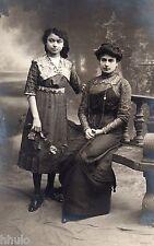 BK266 Carte Photo vintage card RPPC Femme mode fashion décor studio banc assis