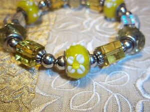 Hand Crafted 7 inch Stretch YELLOW Glass & CLEAR Glass Bead Bracelet K-03