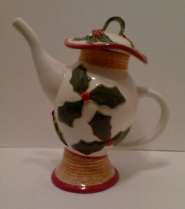 Retired Southern Living Very Merry Christmas Holly Teapot