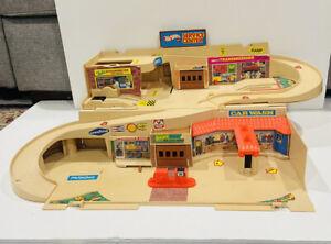 Hot Wheels Service Center Foldaway Garage Sto N Go Playset Mattel 1979 - no leg