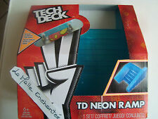 tech deck escalier Staircase avec 1 mini skate neuf  board glows in the dark