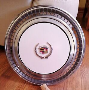 1970's Cadillac Eldorado WHITE Wheel Cover Hubcap  *GRADE A-*  Very Good Cond