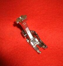 Bernina Knopflochstecher zum sauberen Auftrennen von Knopflöchern  #6399