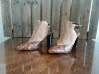 Donald J. Pliner Womens Size 7.5 Animal Print Pointed Toe Booties