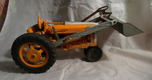 VINTAGE 1/16 1950S HUBLEY WITH LOADER TRACTOR FARM TOY