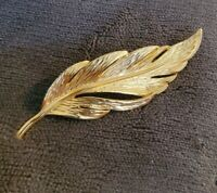 Vintage gold tone leaf brooch pin