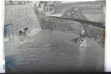 (4) B&W Press Photo Negative Men Boys Work Building Water Retaining Cistern T805