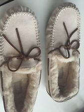 UGG Mens /Woman's Cream Slippers Suede Size 8