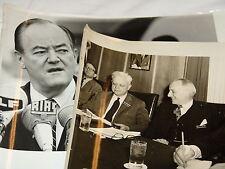 2 foto stampa Hubert H. Humphrey e Victor Debs Rostov 60 egli anni (1967)?