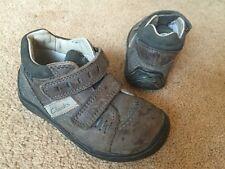 Clarks First Shoes Boot in pelle grigio marrone blu taglia 5.5 F buone condizioni