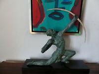 Skulptur Bogenschütze, Art Deko Frankreich 30er Jahre, Metallguss  mit grüner Pa
