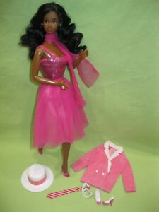 Vintage 1985 AFRICAN AMERICAN Superstar Barbie DAY TO NIGHT DOLL &Outfit Jewelry