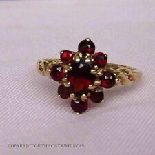 Ladies 9ct Gold Garnet cluster Ring