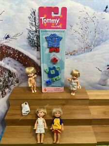 4  BARBIE KELLY TOMMY DOLL LOT OVERALLS WAVE HAND NEW TOMMY FASHONS 68777