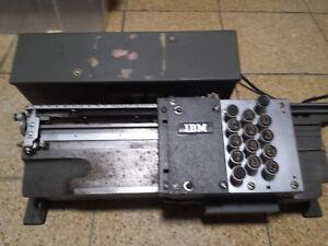 Sehr alter elektr.Lochkartenstanzer von IBM