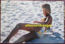 1980s Vtg Photo/Sexy Skinny Black Woman w/Nice Legs Wearing Bikini In Sand T115