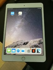Apple iPad mini 3 16GB, Wi-Fi, 7.9in - Silver (CA) + Casing