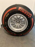 Red Bull F1 Sebastian Vettel kpl. Vorderrad Top Pirelli rot mit COA