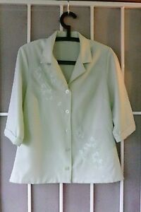 Womens real vintage pale green blazzor fit 10 to 12