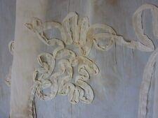 TIssu Voile brodé applications vanille marbré  en 150 cm de large au mètre